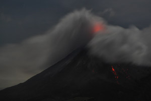Arenal erupts at night